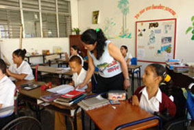 Aseguran estudios a niños con necesidades educativas especiales