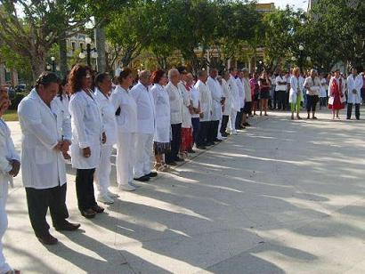 Reconocen a profesionales avileños de la Medicina